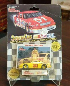 1:64 NASCAR RACING CHAMPIONS Nº30 MICHAEL WALTRIP / PENNZOIL