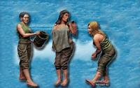 1/35 Resin 3 Ladies Girls at Rest Civilians unpainted unassembled