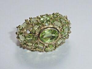 Ring Gold 375 mit grünen Steinen