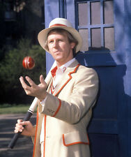 Peter Davison UNSIGNED photo - 1886 - Doctor Who