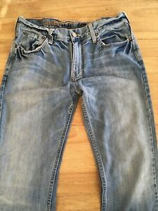 American Eagle Men's Low Rise Slim Boot Light Wash Distressed Jeans 32x34