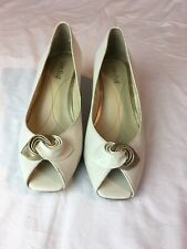 Van Dal Ladies White Leather Wedge Shoes Size 5D (TR11).