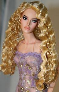 Long Golden Strawberry Blonde Wavy Wig size 4, Style Christine, Monique