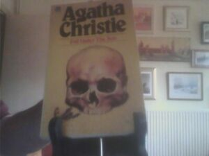 Evil Under the Sun-Agatha Christie Paperback English Fontana 1981