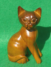 SMALL DETAILED CARVING OF A SITTING CAT IN LIGHT BROWN HARDWOOD