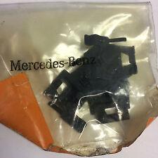 OEM Mercedes-Benz C220 C230 C280 C36 AMG Clip 4 Pack 2028801493 NEW