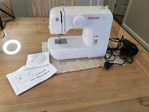 Singer   Singer Start   Sewing Machine White