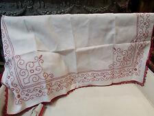ancien dessus meuble toile coton ou lin brodé broderie a la main rouge galon