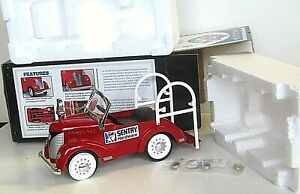 NEW 1998 CROWN PREMIUMS GARTON 1941 FIRE ENGINE PEDAL CAR BANK 1/6 2nd in Series