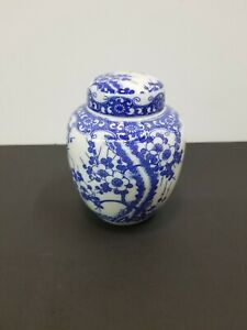 Vintage  Blue and White Chinoiserie Ginger Jar/Snuff Jar Asian Depictions
