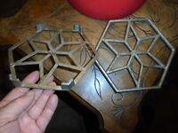 4 Anciens Petits Dessous de Plat en Aluminium