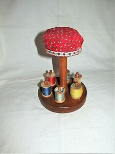 """VTG 7"""" HANDMADE RED CALICO FABRIC WOODEN HAT STAND PINCUSHION W WOOD SPOOLS SEW"""