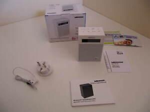 Medion MD 47002 FM / Bluetooth Steckdosenradio Weiß mit Nachtlicht und Akku NEU