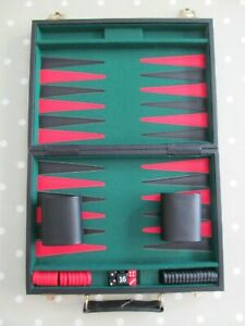 VINTAGE TRAVEL BACKGAMMON SET / BOARD GAME COMPLETE IN A PADDED CARRY CASE