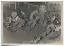 U167 Photographie originale vintage Enfant jouets anciens camion trains
