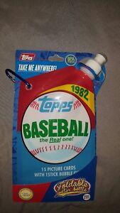 Topps Foldable Water Bottle Baseball 27 oz with Hook New