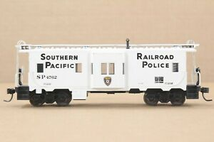 """HO Athearn Southern Pacific """"Railroad Police"""" Bay Window Caboose, Excellent"""