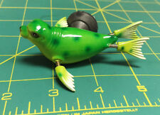 Bobble Seal magnet - comical magnet to stick on the fridge - fins move- green