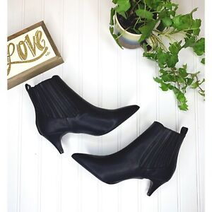 QUPID Black Short Heeled Bootie with Pointed Toe Size 7.5