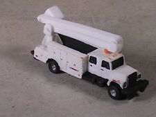 N Scale MofW Signal Maintainers Boom Truck