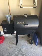 Traeger Junior Electric Wood Pellet Grill / Smoker