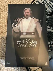 Hot Toys Star Wars Luke Skywalker The Force Awakens MMS390Mark Hamill Sideshow