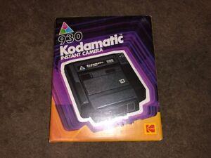 Vintage KODAK 930 KODAMATIC Instant Camera Still In Original Box w/ Extras