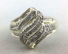 LADIES 10K YELLOW GOLD RING WITH BAGUETTE AND ROUND DIAMONDS, SIZE 7