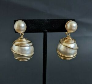 VTG SIGNED CORO GOLD TONE WIRE WRAPPED FAUX PEARL  SCREW EARRINGS