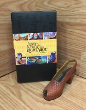 Just The Right Shoe by Raine 2000 In Scale 25110