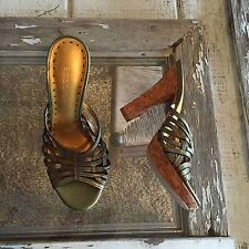 Womens bcbgirls green leather straps heels shoes size 6 1/2