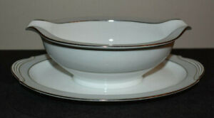 Noritake Grayburn Gravy Boat Sauce With Attached Plate
