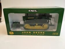 John Deere 2010 Crawler with Blade Plow City 2003 1:16 ERTL