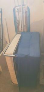 pouf letto con fodera blu non nuovo