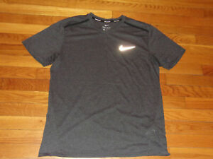 NIKE DRI-FIT SHORT SLEEVE V-NECK GRAY REFLECTIVE RUNNING SHIRT MENS LARGE EXC.