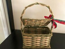 Small Wicker Gift Storage Basket With Handle and Lid