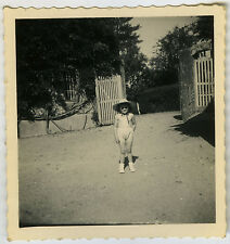 PHOTO ANCIENNE - FILLE LUNETTES HUMOUR -CHILD GIRL GLASSES FUN -Vintage Snapshot
