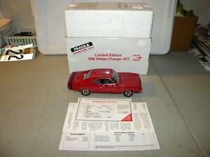 THE DANBURY MINT 1968 DODGE CHARGER R/T 2-DOOR HARDTOP LE 1/5000 PIECES 1/24th