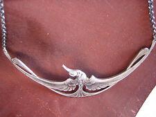 Un paraíso pájaro una cadena en la Jugendstil