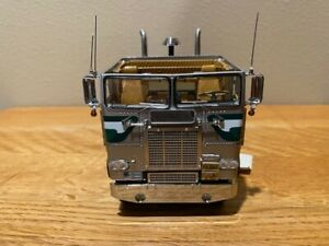 1979 Freightliner with trailer by Franklin Mint diecast collectable, paperwork
