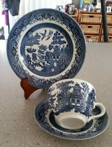 Lovely Vintage Churchill England Cup Saucer & Plate Trio *Blue Willow Pattern
