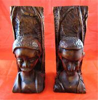 Afrikanische Holzkunst, aus einem Stück geschnitzte Bücherstützen, Mann/Frau