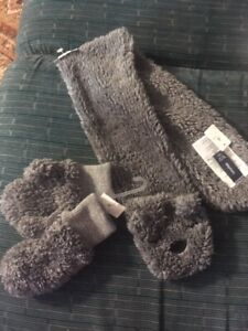Baby Gap Set Grey Gray 987049-01-1 Soft Animal Scarf Toddler & S/M Mittens NWT