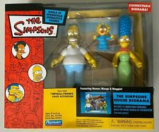The Simpsons Toys r Us Exclusive HOMER MARGE & MAGGIE Figures House Diorama NEW