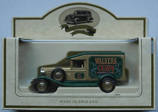 "Lledo - 1936 Packard van ""Walkers crisps"""