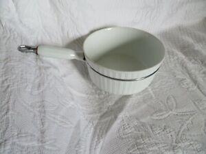 ancienne casserole en porcelaine
