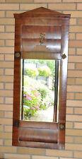 dekorativer Biedermeier-Spiegel mittelbraun wohl Nussbaum mit goldfarbener Zier