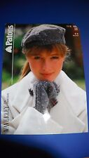Patons Women's Mitts & Beret Knitting Pattern 3280