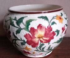 ANCIEN GRAND CACHE POT GIEN. DECOR FLORAL EN RELIEF.