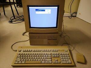Macintosh Quadra 700 Model M5920 Apple Color RGB Monitor M1297 Mouse Keyboard